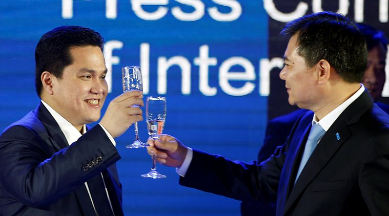 Zhang and Thohir raise a toast in Nanjing