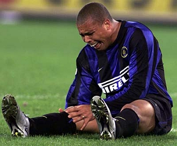 ROM01:SPORT-SOCCER-RONALDO:ROME,13APR00 - Brazilian striker Ronaldo cries in pain as he holds his knee after falling to the ground just six minutes into his comeback match, a first leg Italian cup final against Lazio in Rome's Olympic stadium April 12. Ronaldo, back after more than four months sidelined with an injury to the same knee, crumpled to the ground as he launched one of his trademark weaving runs toward the penalty area. (NO ARK) ph/ANSA/Photo by Filippo Monteforte REUTERS