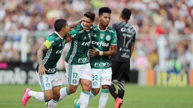 Jean do Palmeiras comemora gol de penalti