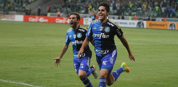 thiago-martins-comemora-gol-marcado-pelo-palmeiras-contra-o-gremio-1476926049166_615x300