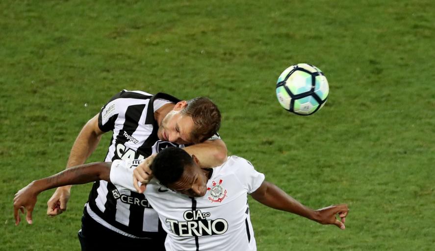 Botafogo vence Corinthians