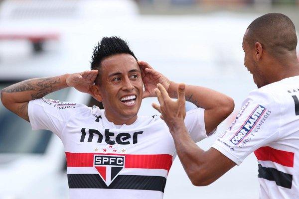 Cueva comemora gol na vitória do São Paulo