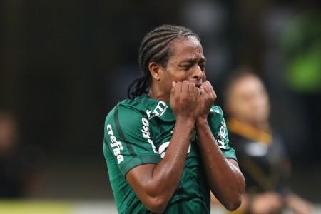 Keno sofre no Palmeiras